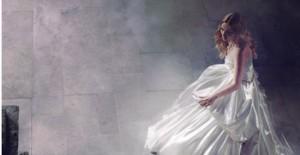 Princesas de Disney visten Versace y De la Renta